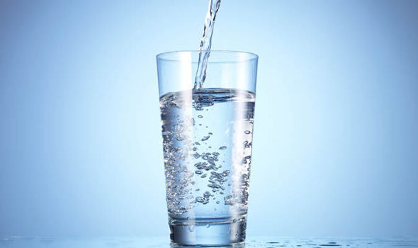 if i drink water will i lose weight photo - 1